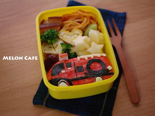 消防車のキャラおにぎり弁当melonpan