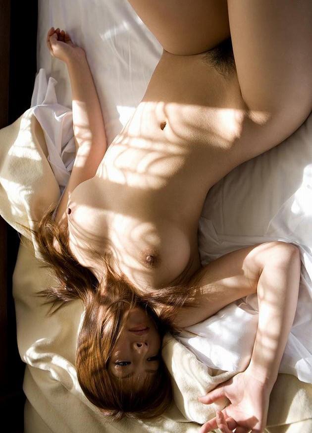 くびれ裸体で誘惑! / フェチログ♪