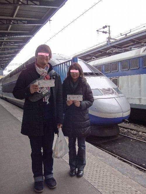 TGVの前で なつき ひろちゃん