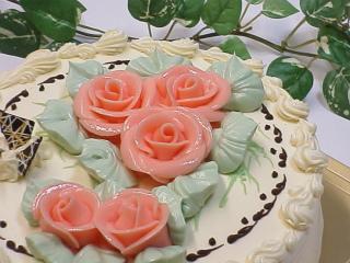 二段になったケーキもありましたよ。