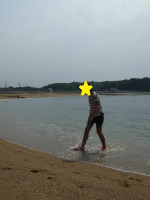 水も砂浜もきれい