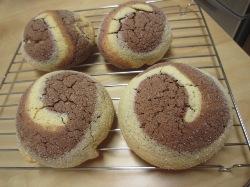 ココア渦巻きメロンパン