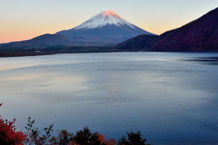本栖湖の赤富士5