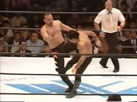 宮戸は山崎のハイを軸足蹴りでカット