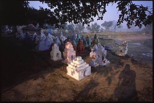 クシナガラ郊外の墓