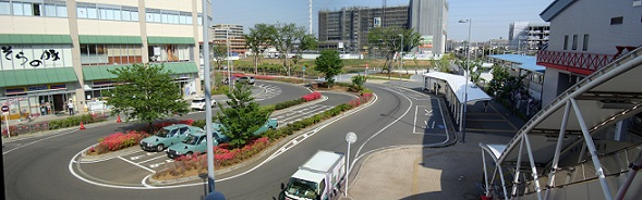 2011_0428_143340-DSC02663 おおたかの森駅東口2