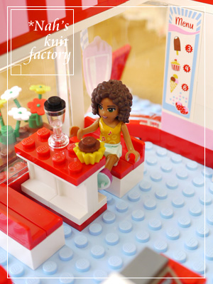 LEGOParkCafe06.jpg