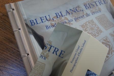 BLEU,BLANC,BISTRE-1