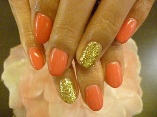 ピンクとゴールドのバイカラーネイル