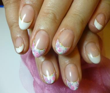 白フレンチ小花柄スウィートネイル