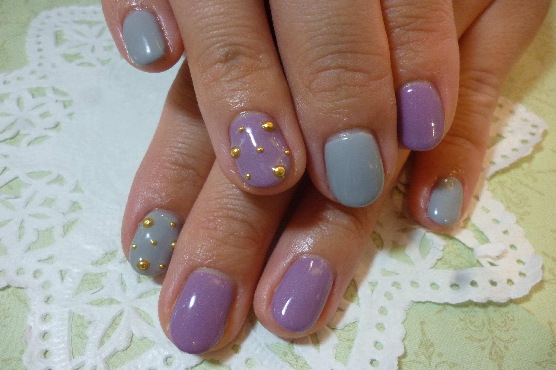 2014ネイルデザイン 紫×グレーワンカラーネイル メタルドットスタッズアートネイル
