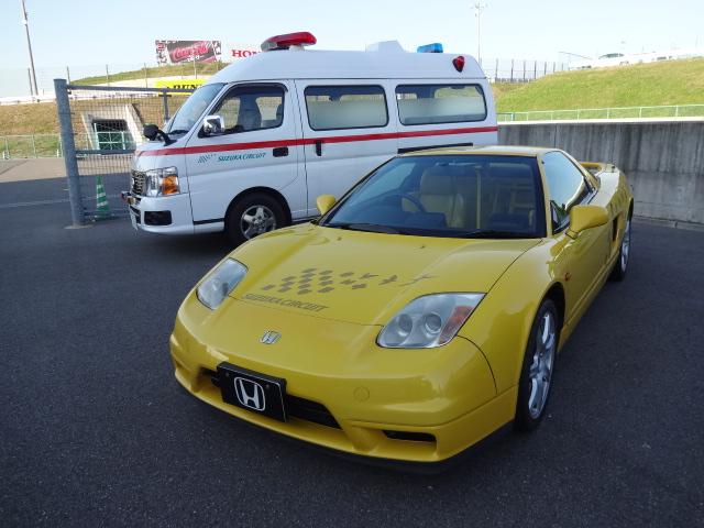 NSXと救急車