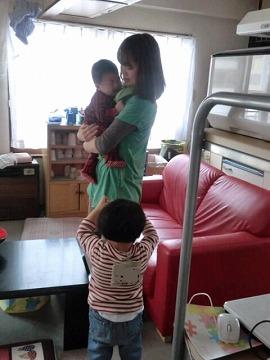 s-10 ママ~誰ダッコしてるの!?0001