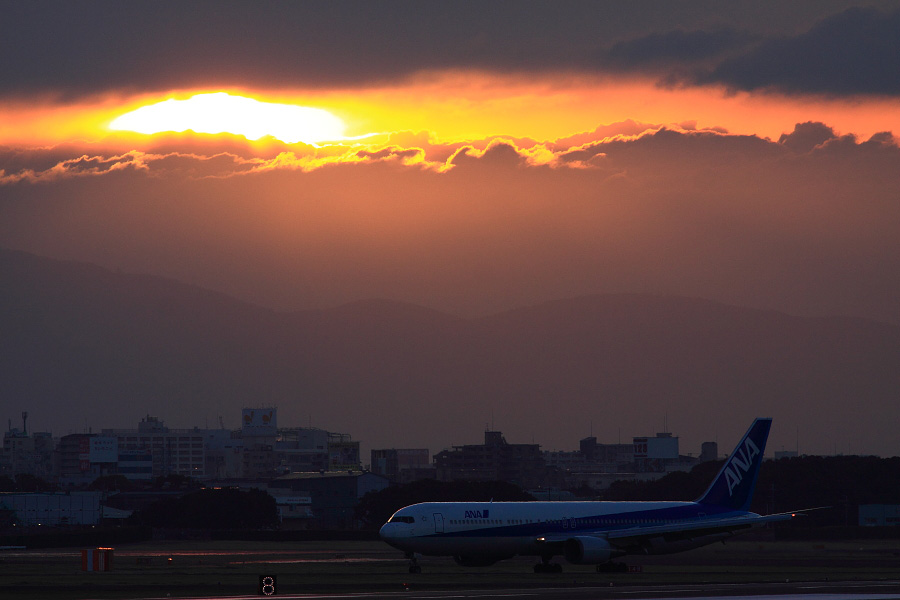 ANA B767-381 ANA961@RWY14Rエンド猪名川土手(by EOS 50D with SIGMA APO 300mm F2.8 EX DG HSM)