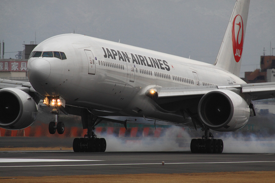 JAL B777-246 JAL125@伊丹スカイパーク(by EOS 50D with SIGMA APO 300mm F2.8 EX DG HSM + APO TC2x EX DG)