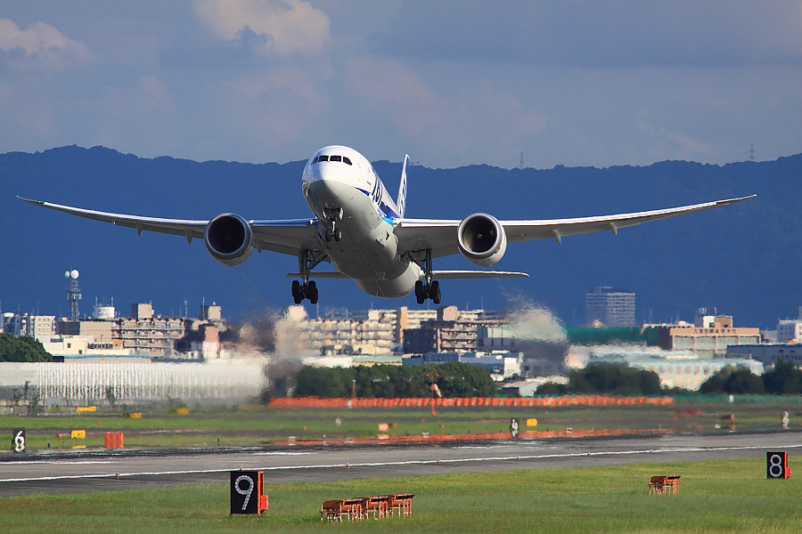 ANA B787-881 ANA32@RWY14Rエンド猪名川土手(by EOS 50D with SIGMA APO 300mm F2.8 EX DG/HSM + APO TC1.4x EX DG)