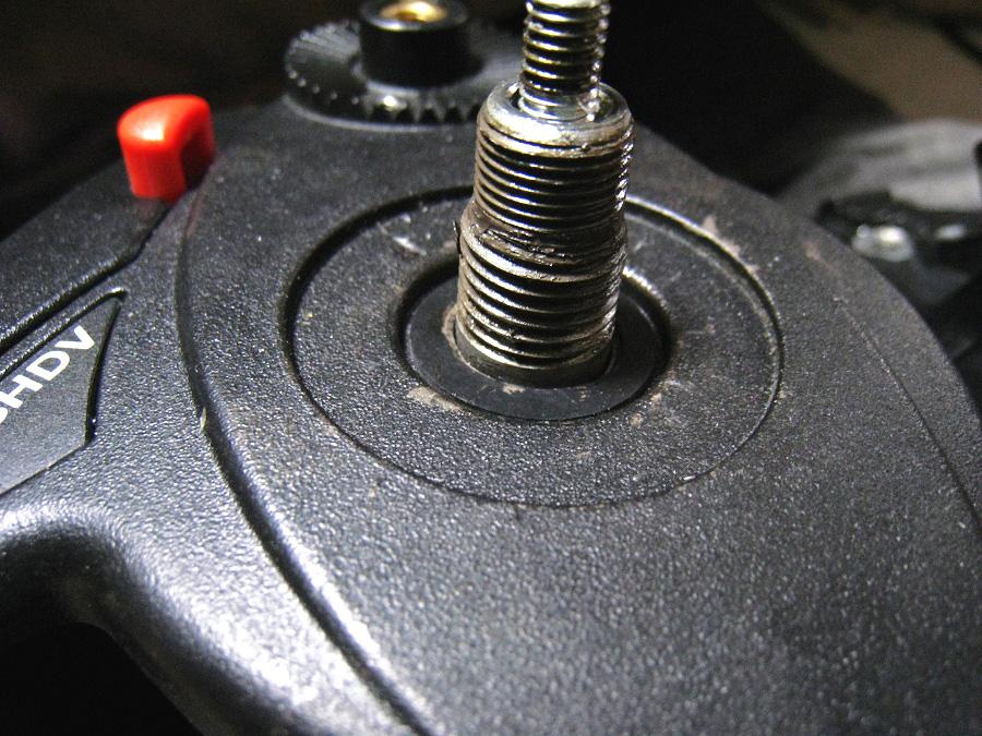 ゴムリングを503HDVのチルト軸にセット