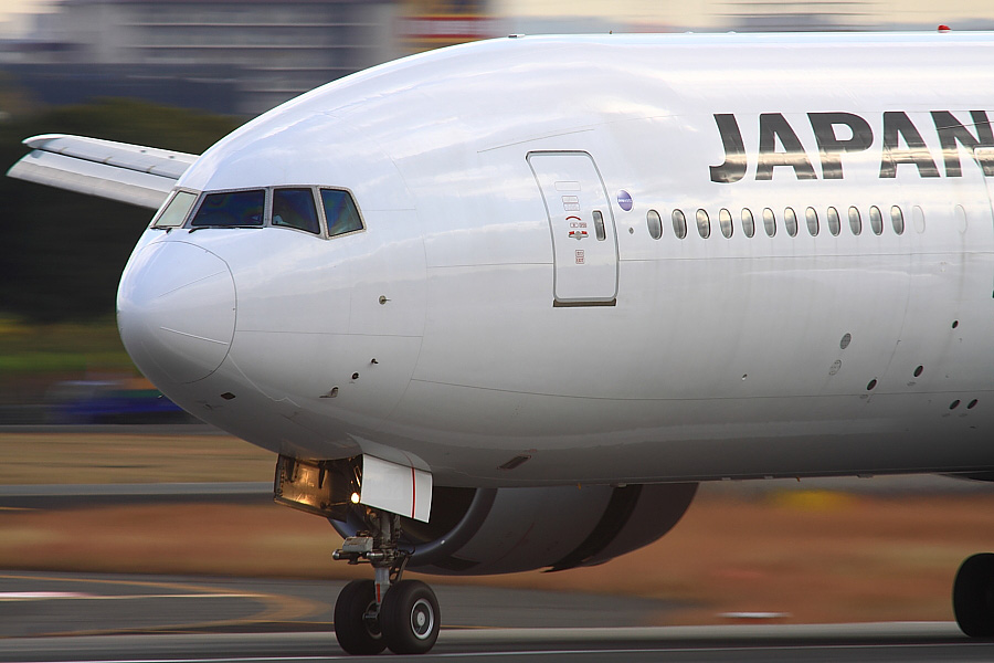 JAL B777-289 JAL111@伊丹スカイパーク(by EOS 50D with SIGMA APO 300mm F2.8 EX DG HSM + APO TC2x EX DG)