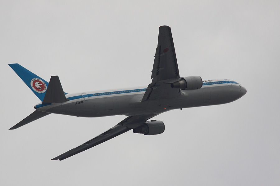 ANA B767-381 ANA22@下河原緑地展望デッキ(by EOS 50D with SIGMA APO 300mm F2.8 EX DG HSM)