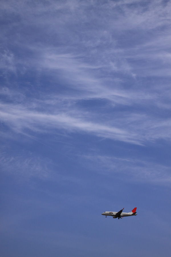 J-AIR Embraer170 JAL2172@RWY32Lエンド千里川土手(by EOS 50D with SIGMA 18-50mm F2.8 EX DC MACRO)