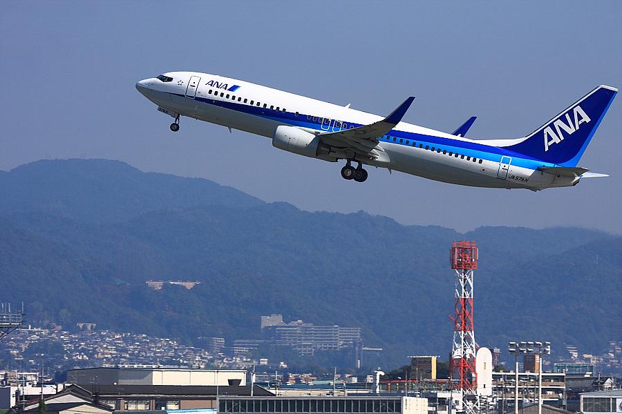 ANA B737-881 ANA543@RWY14Rエンド猪名川土手(by EOS 40D with EF100-400mm F4.5-5.6L IS USM)