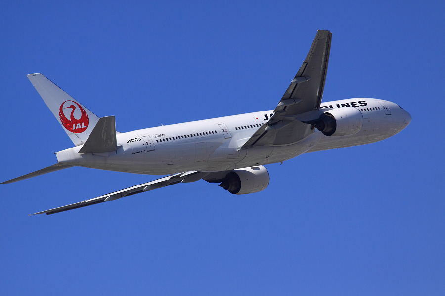 JAL B777-289 JAL110@下河原緑地展望デッキ(by EOS 50D with SIGMA APO 300mm F2.8 EX DG HSM)