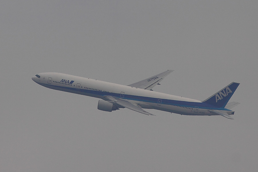 ANA B777-381 ANA20@稲野小学校(by EOS 50D with EF100-400mm F4.5-5.6L IS USM)
