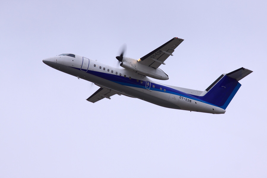 旧AKX DHC-8-314Q OY-EDM@RWY14Rエンド猪名川土手(by EOS 50D with SIGMA APO 300mm F2.8 EX DG HSM)