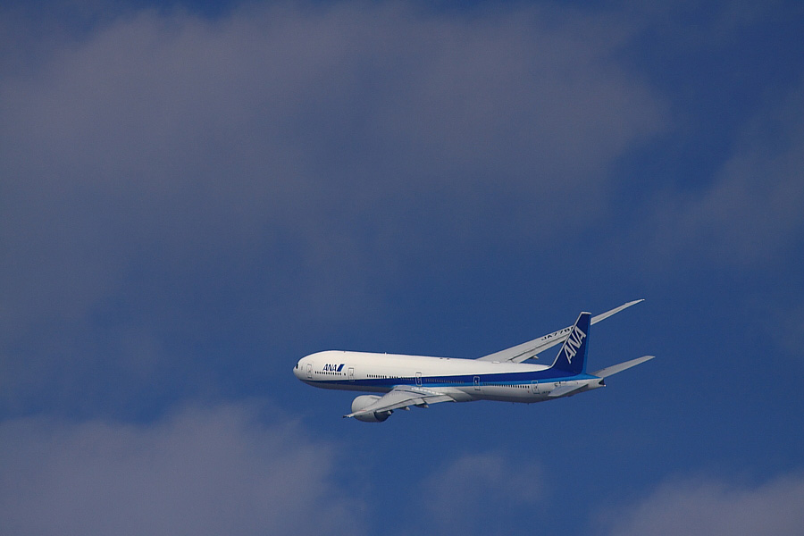 ANA B777-381ER ANA2176@RWY14Rエンド猪名川土手(by EOS 50D with SIGMA APO 300mm F2.8 EX DG/HSM + APO TC2x EX DG)