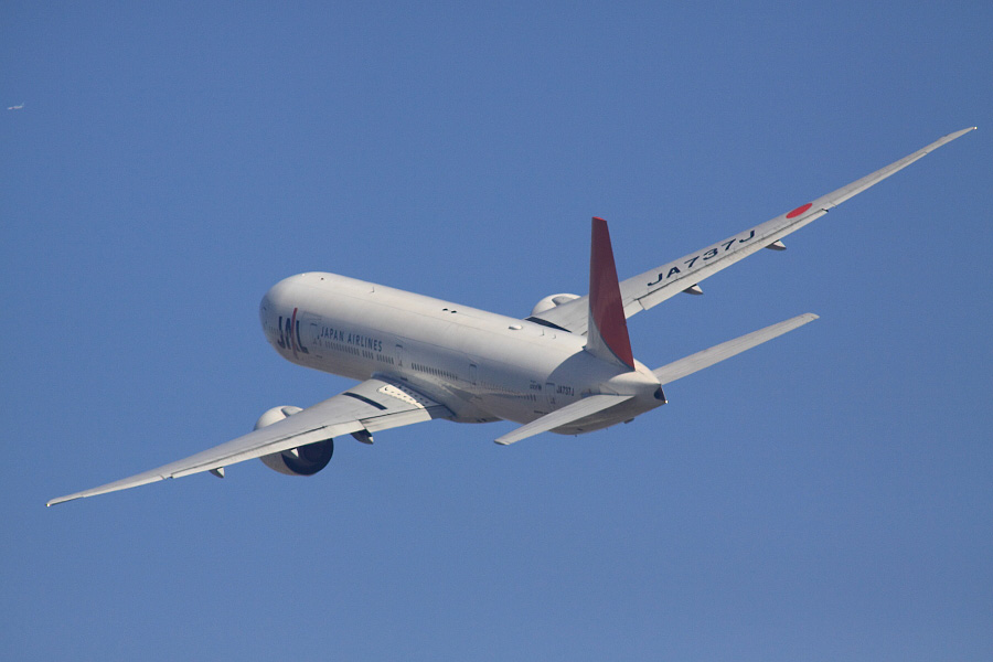 JAL B777-346ER JAL3002@RWY14Rエンド猪名川土手(by EOS 50D with SIGMA APO 300mm F2.8 EX DG HSM + APO TC2x EX DG)