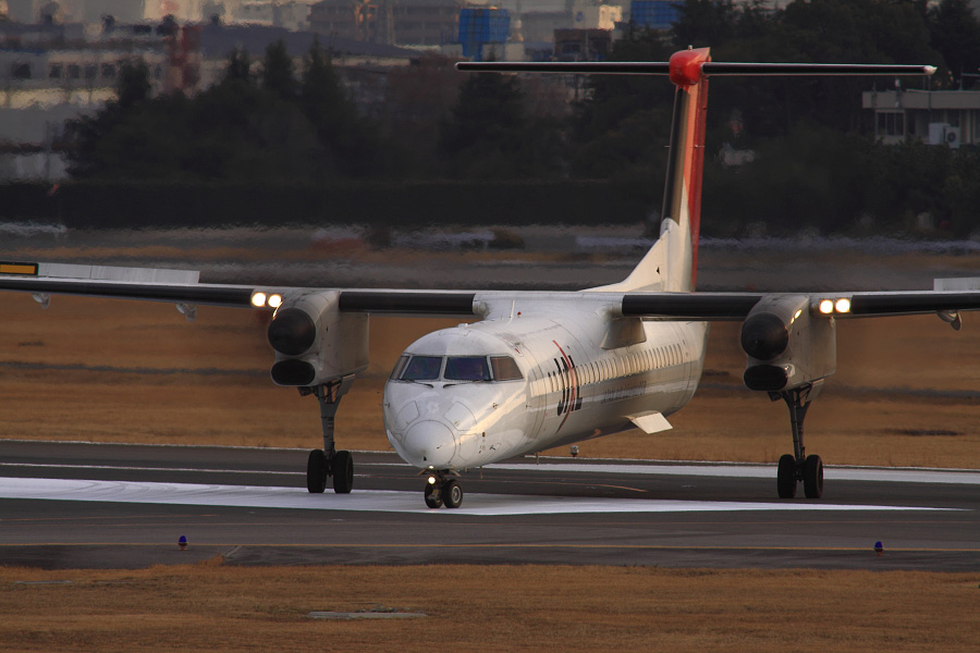 JAC DHC-8-402Q JAC2336@下河原緑地展望デッキ(by EOS 50D with SIGMA APO 300mm F2.8 EX DG HSM + APO TC2x EX DG)