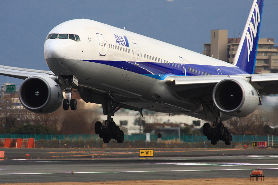 ANA B777-381 ANA27@伊丹スカイパーク(by EOS 40D with SIGMA APO 300mm F2.8 EX DG HSM + APO TC2x EX DG)