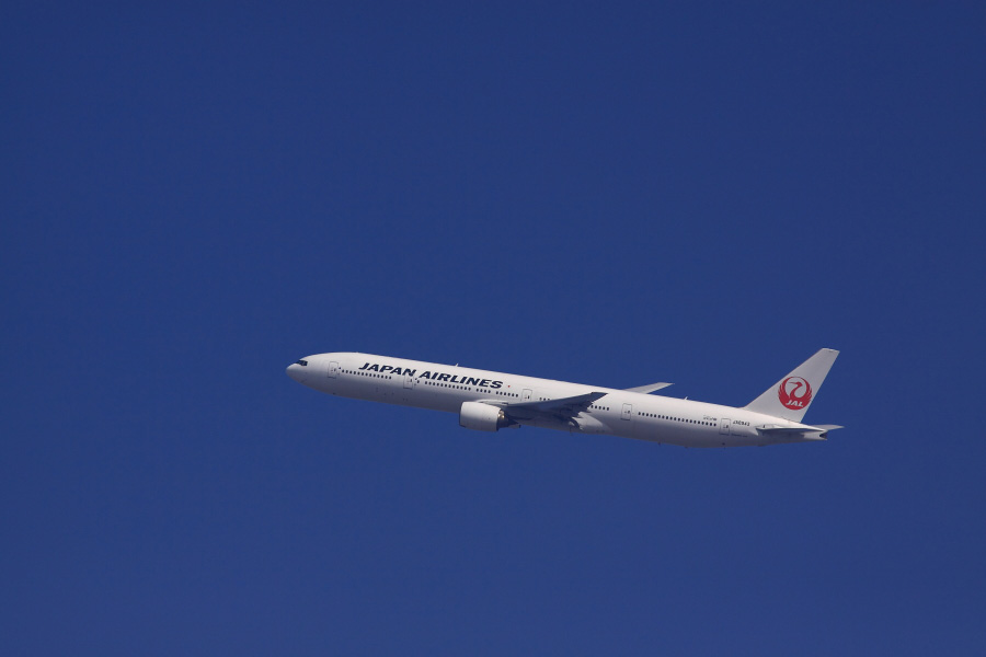 JAL B777-346 JAL2081@瑞ヶ池公園(by EOS 50D with SIGMA APO 300mm F2.8 EX DG HSM)