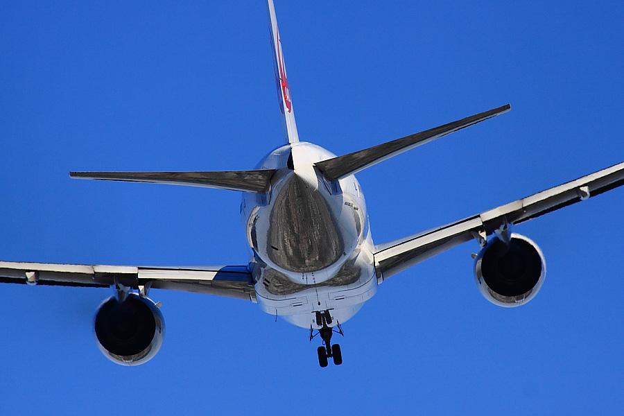 JAL B777-289 JAL104@RWY14Rエンド(by EOS 50D with SIGMA APO 300mm F2.8 EX DG/HSM + APO TC2x EX DG)