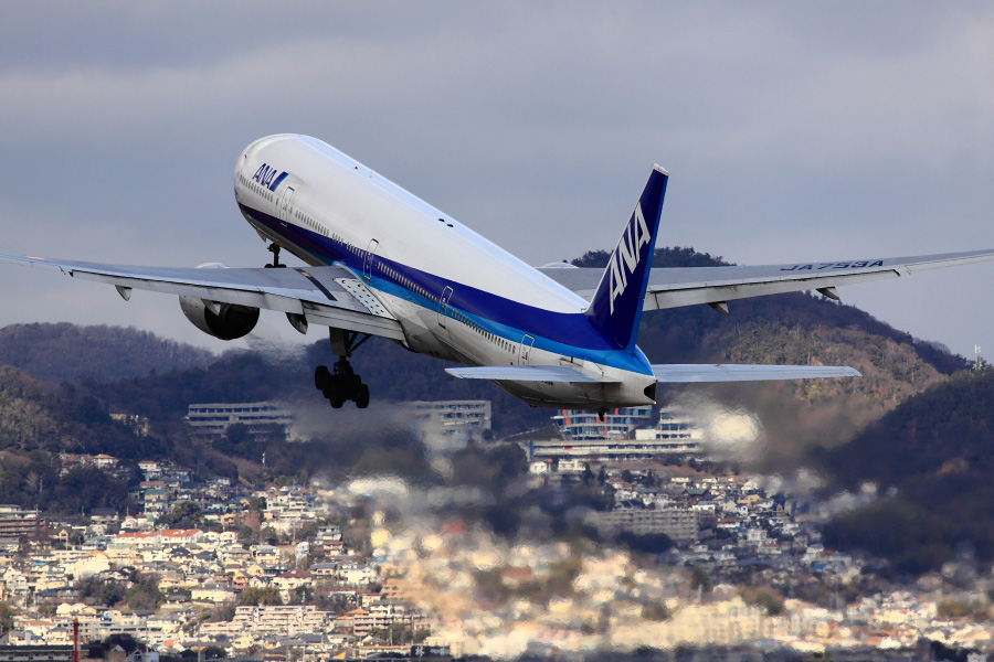 ANA B777-381 ANA105@伊丹スカイパーク(by EOS 50D with SIGMA APO 300mm F2.8 EX DG HSM)