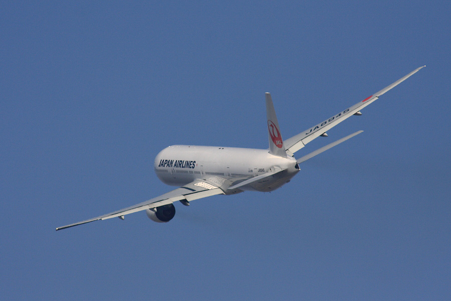 JAL B777-346 JAL2081@RWY14Rエンド猪名川土手(by EOS 40D with SIGMA APO 300mm F2.8 EX DG HSM + APO TC2x EX DG)