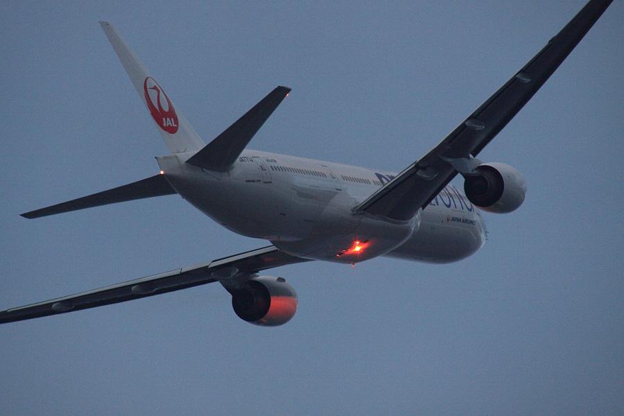 JAL B777-246 JAL102@下河原緑地展望デッキ(by EOS 50D with SIGMA APO 300mm F2.8 EX DG HSM + APO TC2x EX DG)
