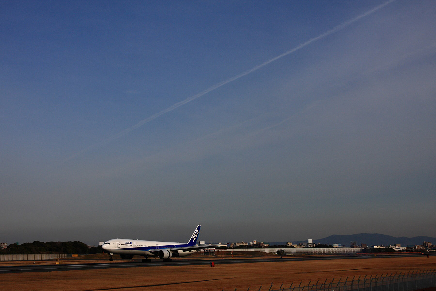 ANA B777-381 ANA106@伊丹スカイパーク(by EOS 40D with SIGMA 18-50mm F2.8 EX DC MACRO)