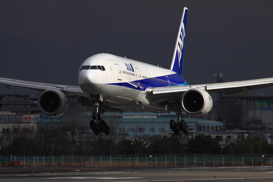 ANA B777-281 ANA27@伊丹スカイパーク(by EOS 50D with SIGMA APO 300mm F2.8 EX DG HSM + APO TC2x EX DG)
