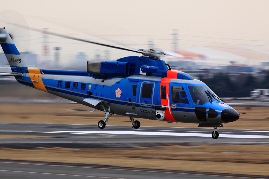 兵庫県警Sikorsky S-76B JA6765@下河原緑地展望デッキ(by EOS 50D with SIGMA APO 300mm F2.8 EX DG HSM)