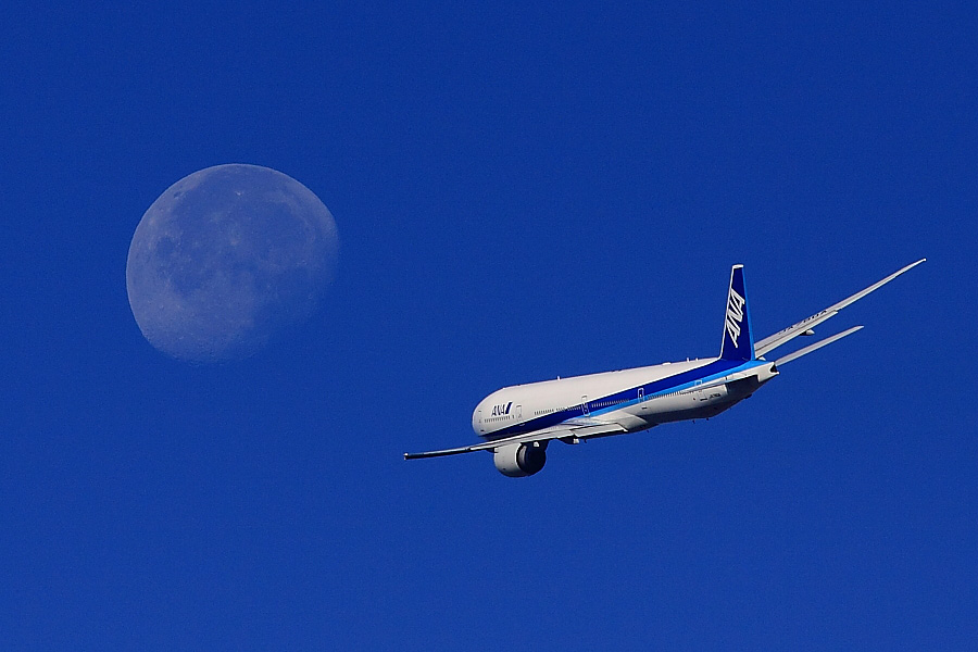 ANA B777-381ER ANA2176@エアフロントオアシス下河原(by EOS 50D with SIGMA APO 300mm F2.8 EX DG HSM + APO TC2x EX DG)