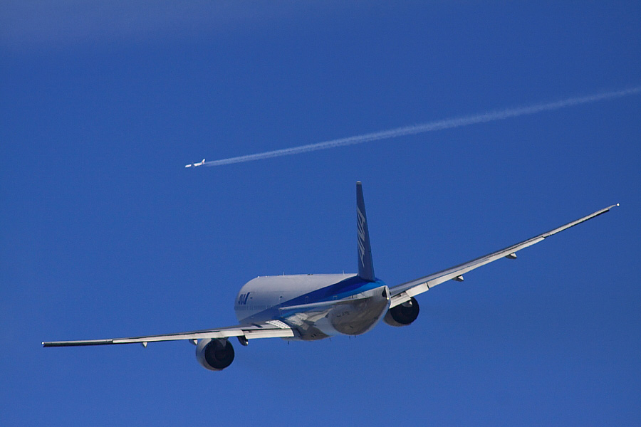 ANA B777-381 ANA16@RWY14Rエンド猪名川土手(by EOS 50D with SIGMA APO 300mm F2.8 EX DG HSM + APO TC2x EX DG)