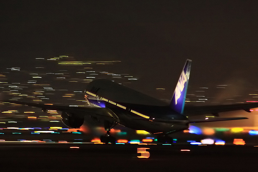ANA B777-281 ANA40@伊丹スカイパーク(by EOS 50D with SIGMA APO 300mm F2.8 EX DG HSM)