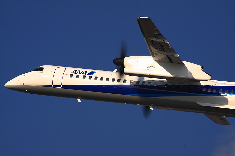 AKX DHC-8-402Q ANA1653@エアフロントオアシス下河原(by EOS 50D with SIGMA APO 300mm F2.8 EX DG HSM + APO TC2x EX DG)