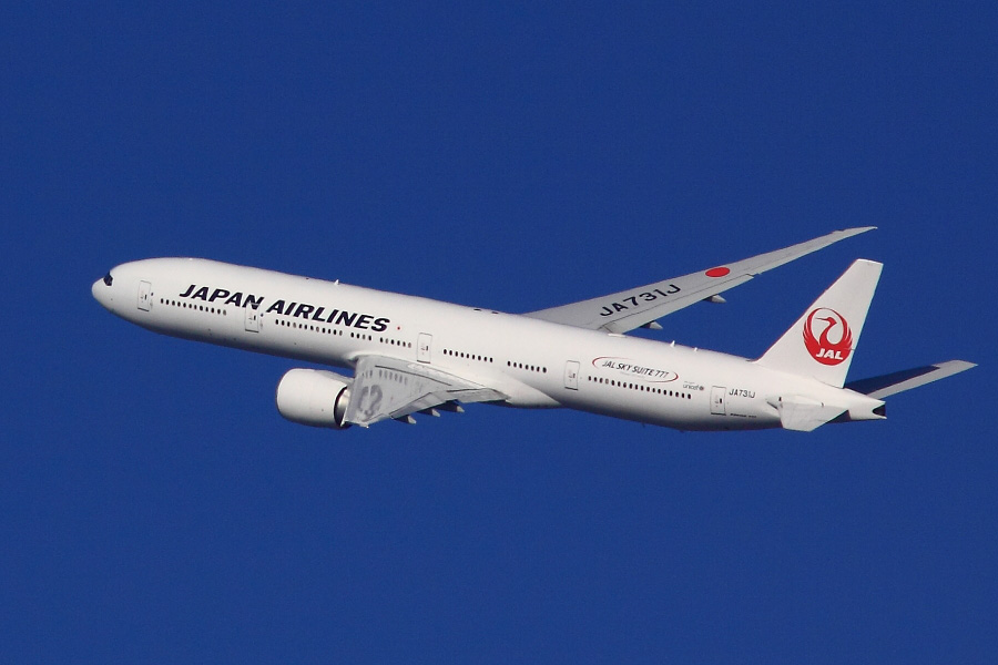 JAL B777-346ER JAL3002@RWY14Rエンド猪名川土手(by EOS 50D with SIGMA APO 300mm F2.8 EX DG HSM + APO TC1.4x EX DG)