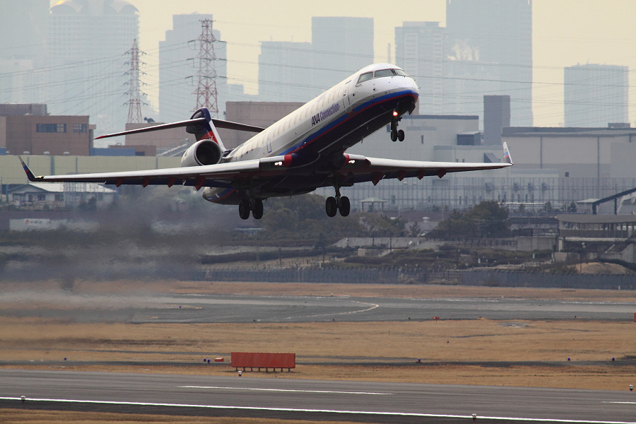 IBX CRJ-700 IBX51@下河原緑地展望デッキ(by EOS 50D with SIGMA APO 300mm F2.8 EX DG HSM + APO TC2x EX DG)