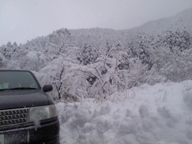 雪の水くみ01