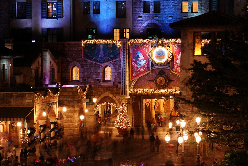 クリスマスの夜のミラコスタ通路