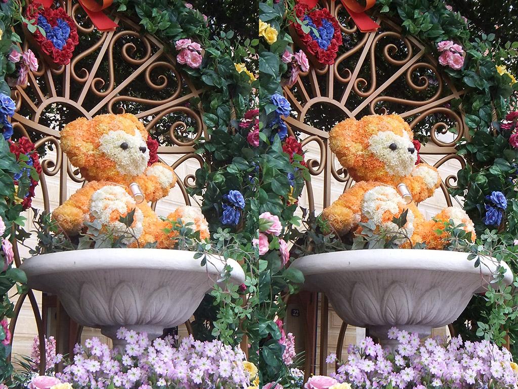 ミッキーマウス広場の黄色いダッフィー