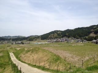 田園越しに柳生の集落を見る H24/4/29